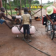 Ouidah to border - pumping our tyres